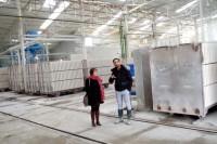 Cheraz MUSHTAQ Directeur de GYPEX fait visiter l'usine